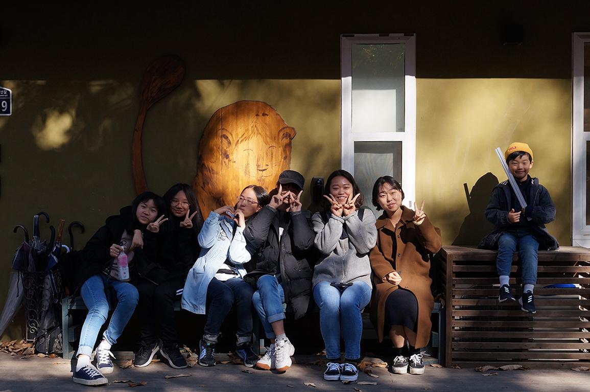 사진 4) 평화도서관 방문.JPG